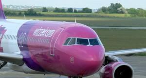 Wizzair repülőgép a debreceni repülőtéren
