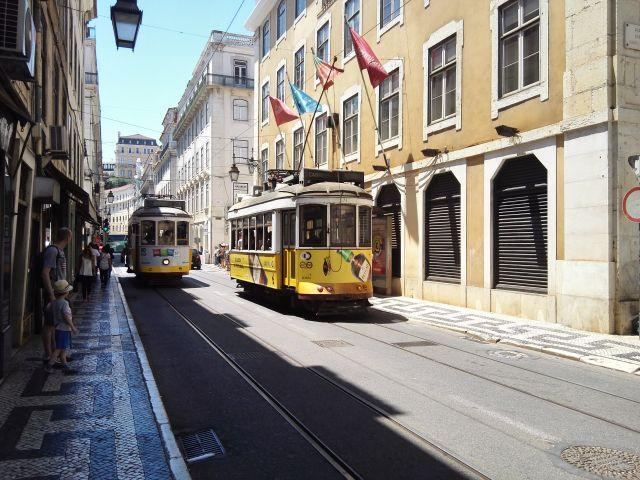 Lisszabon emblematikus látnivalója a 28-as villamos Lisszabon