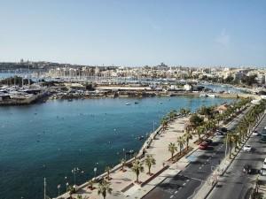 Málta, tengerparti sétány