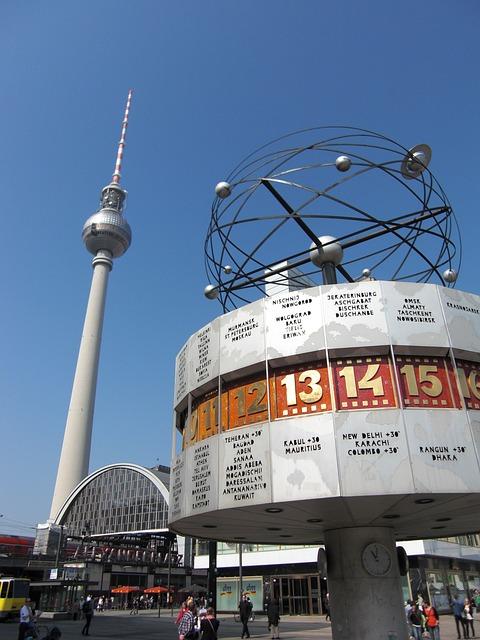 A TV torony és a világóra az Alexanderplatz-on