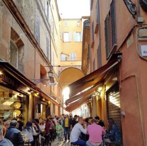 Bologna, vacsora utca