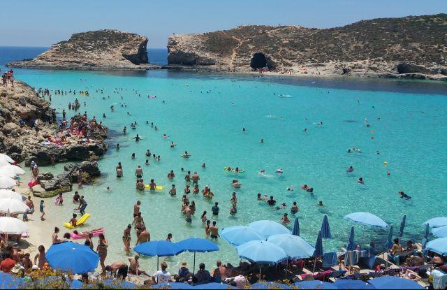 A Kék lagúna Comino szigetén
