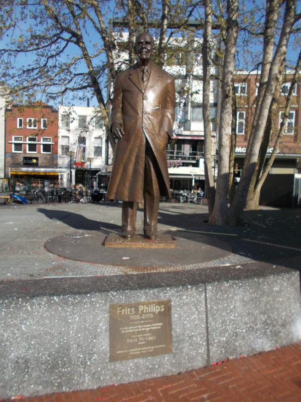 Eindhoven, Frits Philips szobra a belvárosban