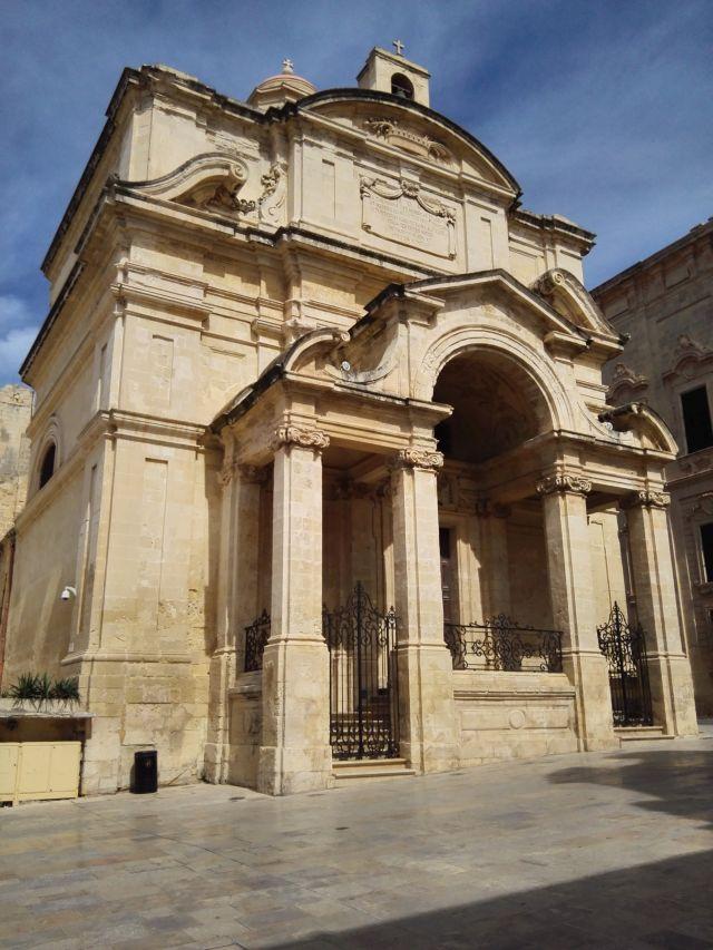 Málta fővárosának egyik gyönyörű épülete