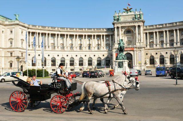 Bécsi látnivalók: a Hofburg palota