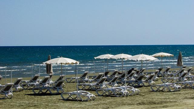 Larnaca, Finikoudes strand és sétány