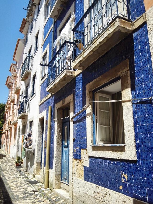 Lisszabon híres nevezetességei közé tartoznak az azulejos házak