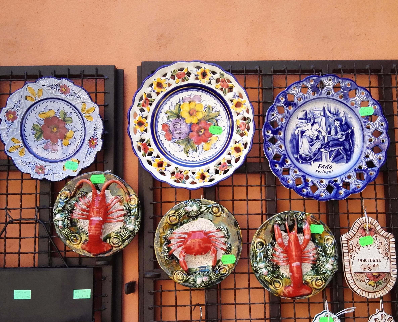 Csodaszép portugál kerámiák a lisszaboni üzletekben