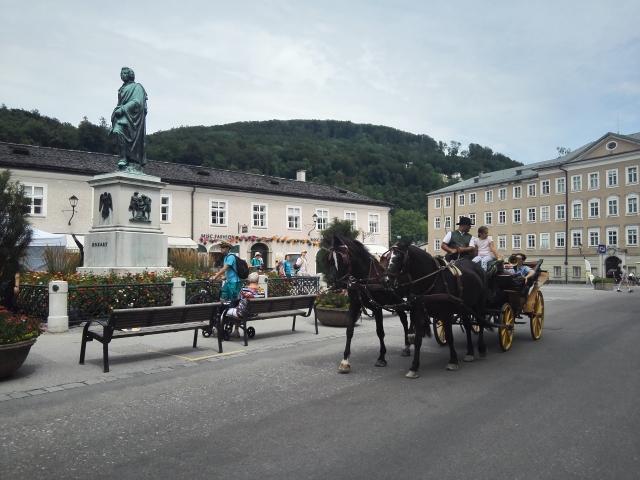 Fiáker Salzburg óvárosában