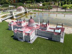 A Parlament épülete miniben Szarvason