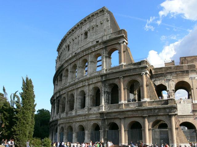 Colosseum 4 szintes