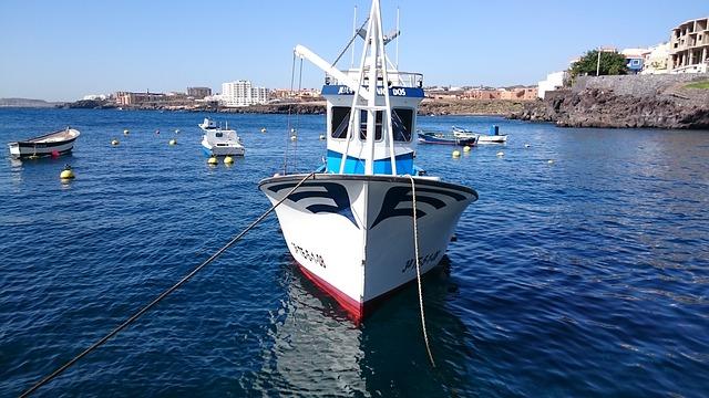 Kikötött halászhajó Tenerifén