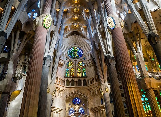 Sagrada Família belseje
