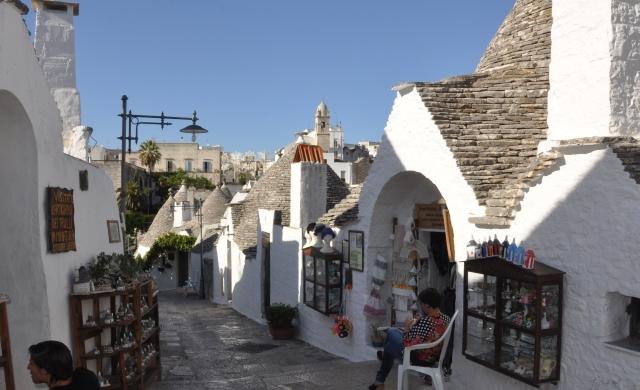 Őszi délután Alberobello utcáin