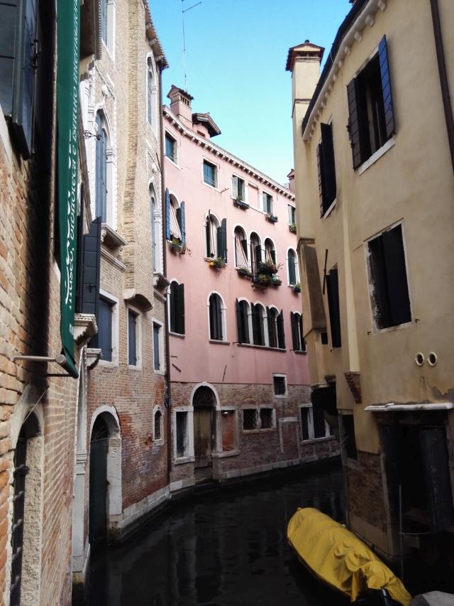 Kis sikátor Velencében
