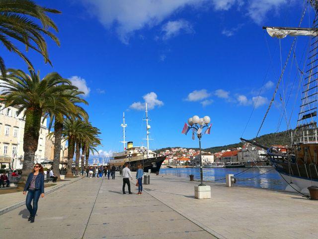 Hajók Trogir kikötőjében