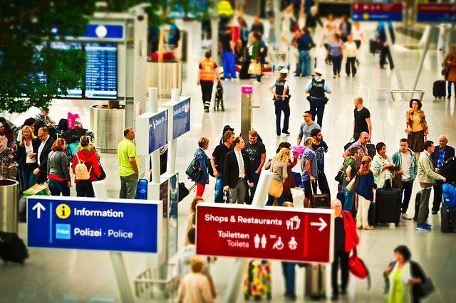 Check in sor a repülőtéren