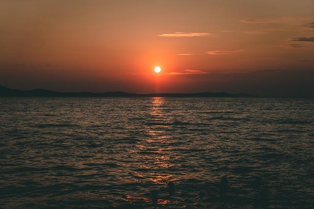 Zadar strandjairól gyönyörű a naplemente