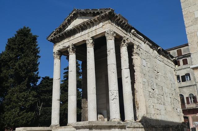 Augustus templom a főtéren