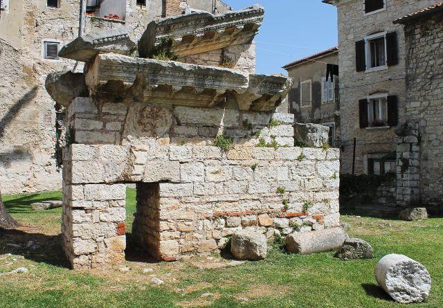 Neptun templom maradványai