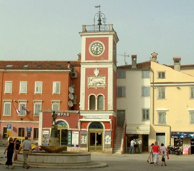 Az óratorony épülete Rovinjban