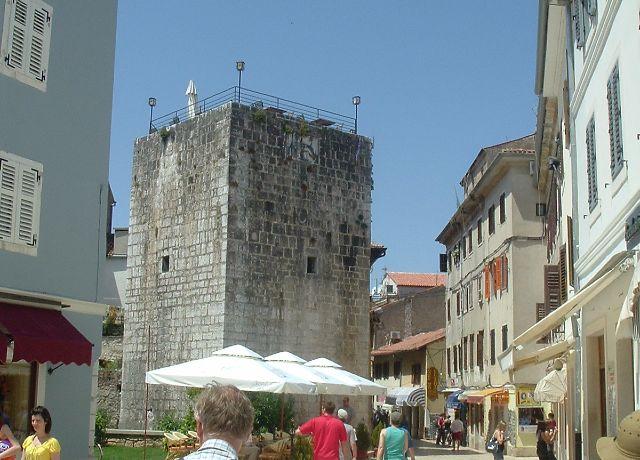 Az Ötszögletű torony