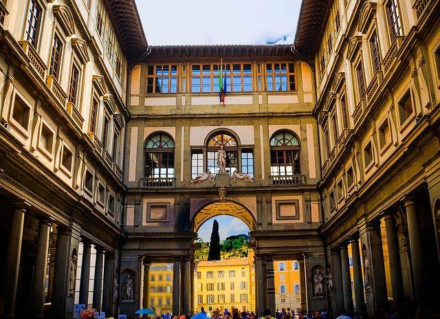 Az Uffizi Képtár épülete Firenzében