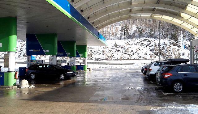 Benzinkút a szlovén autópályán