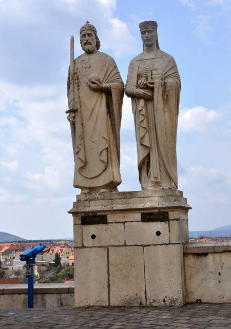 István és Gizella szobra a várban