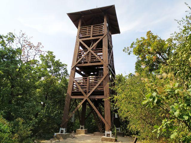 Jókai kilátó Balatonfüred felett